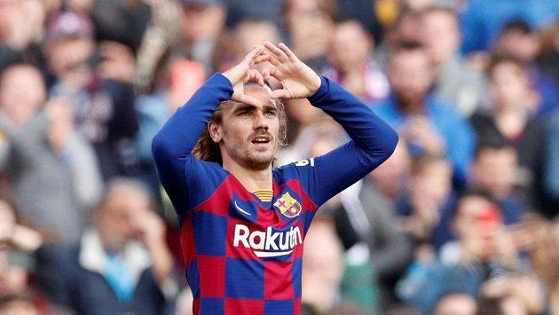 Srdíčko na oslavu gólu ukázal barcelonským fanouškům Antoine Griezmann.