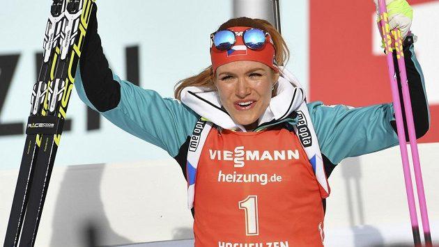 Gabriela Soukalová se po bojovném výkonu může radovat z další medaile.