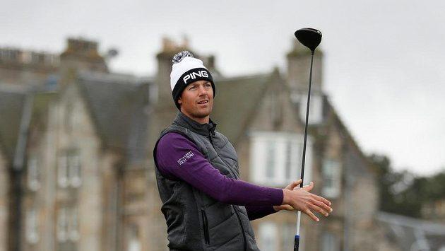 Francouzský golfista Victor Perez na slavném hřišti Old Course ve skotském St. Andrews.