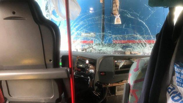 Autobus, který vezl slávistické fanoušky do Milána, měl zhruba dvacet kilometrů před cílem nehodu.