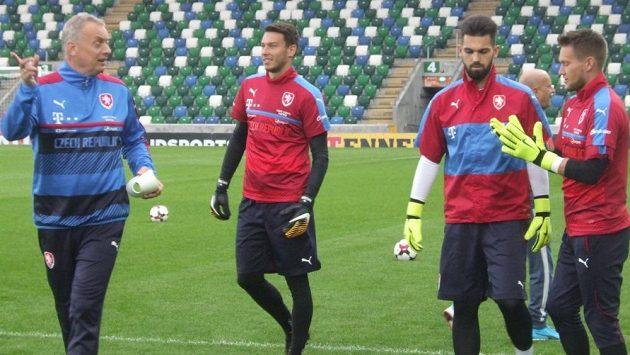 Brankářská skupina jde na věc - zleva trenér Jan Stejskal, Jiří Pavlenka, Tomáš Koubek a Tomáš Vaclík.