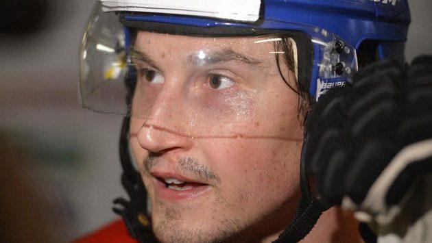 Hokejový obránce Tomáš Mojžíš.