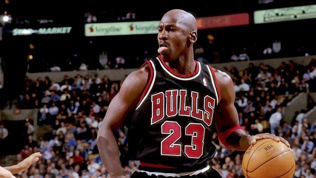 Basketbalista Michael Jordan v dresu Chicaga Bulls.