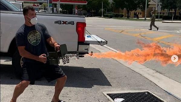 Andrej Arlovski s plamenometem