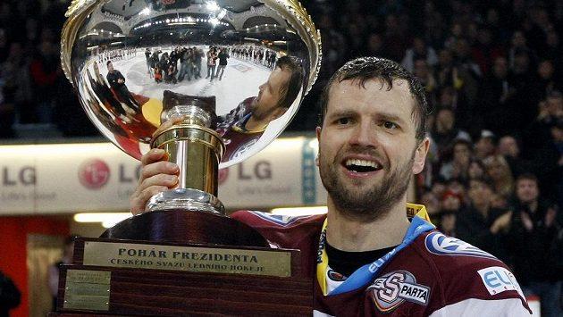 V roce 2012 převzal Michal Broš jako kapitán Sparty Prezidentský pohár pro nejlepší mužstvo základní části extraligy.
