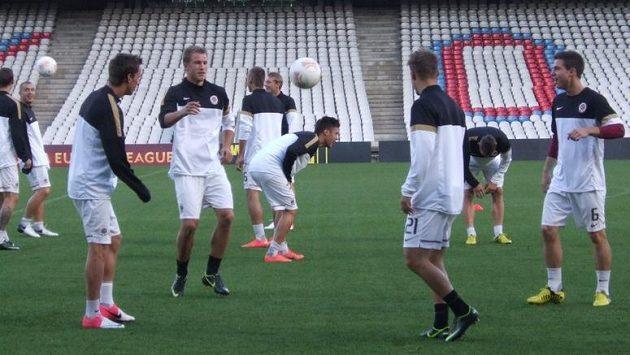Fotbalisté Sparty na tréninku v Lyonu.