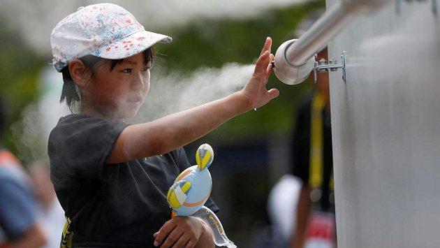Rozprašovače s vodou by měly ochladit návštěvníky her v Tokiu během horkých dnů.