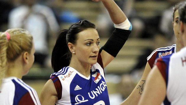 Volejbalistka Markéta Chlumská z národního týmu se raduje se spoluhráčkami.