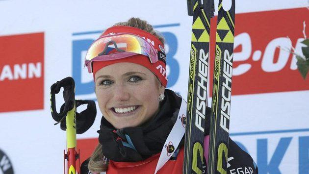 Česká biatlonistka Gabriela Soukalova se raduje z vítězství v Pokljuce.
