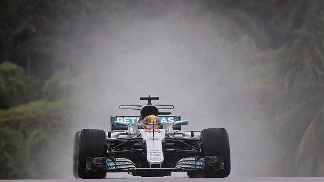 Vedoucí pilot mistrovství světa Lewis Hamilton z Mercedesu skončil v prvním tréninku na Velkou cenu Malajsie F1 až šestý.