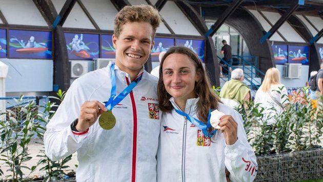 Čeští medailisté z bratislavského Čunova: zlatý Václav Chaloupka a bronzová Gabriela Satková.