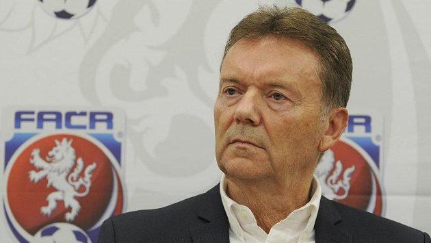 Druhý místopředseda za Čechy Roman Berbr na tiskové konferenci po zasedání výkonného výboru Fotbalové asociace ČR.