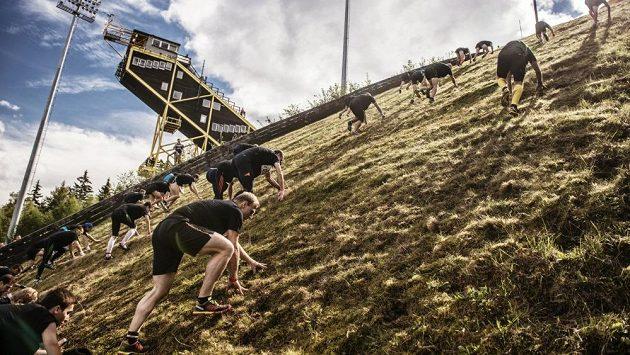 Zkuste se vyškrábat na vrchol skokanského můstku K120 v Harrachově.