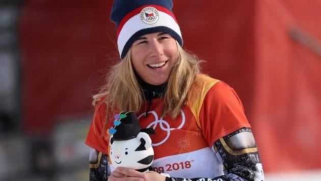 Zatoulaný dres nakonec tým okolo Ester Ledecké našel a dvaadvacetiletá reprezentantka si dojela pro druhé zlato.
