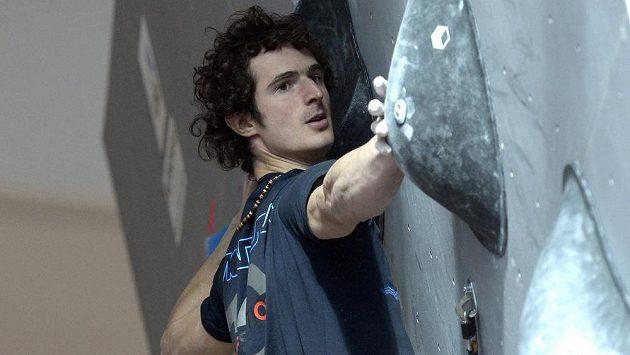 Sportovní lezec Adam Ondra.