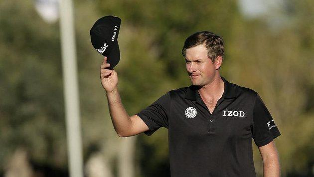 Vítězné gesto golfisty Webba Simpsona v Las Vegas