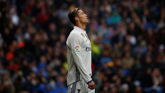 Cristiano Ronaldo z Realu Madrid po zahozené penaltě proti Valencii.