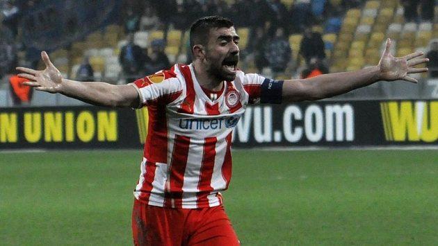 Jannis Maniatis z Olympiakosu Pireus v utkání Evropské ligy s Dněpropetrovskem.