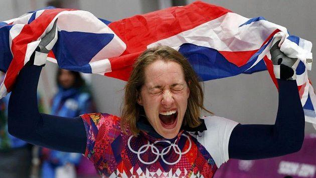 Britka Elizabeth Yarnoldová slaví v Soči zlatou olympijskou medaili ve skeletonu.