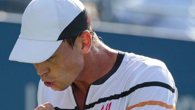 Tomáš Berdych se hecuje ve čtvrtfinále US Open.