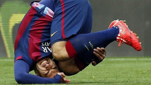 Útočník Barcelony Luis Suárez v zápase s Málagou.
