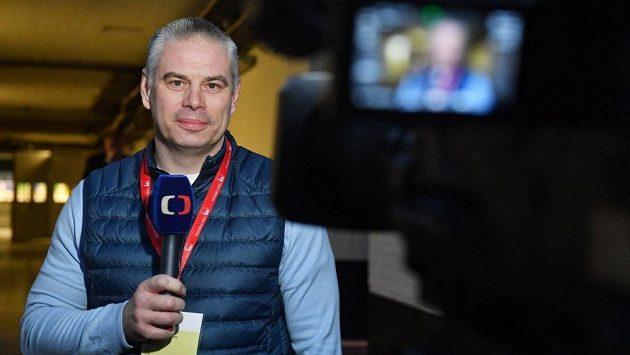 Milan Antoš v roli hokejového experta.