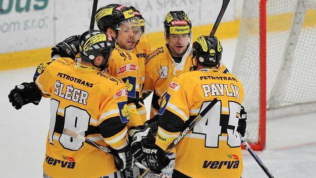 Hráči Litvínova se radují z gólu
