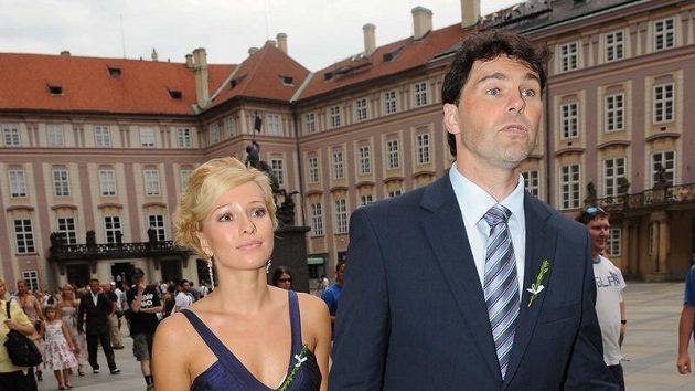 Hokejista Jaromír Jágr se s přítelkyní Innou Puhajkovou zúčastnil tenisové svatby Radka Štěpánka s Nicole Vaidišovou.