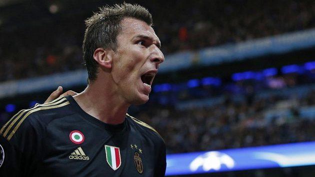 Útočník Juventusu Mario Mandžukič.