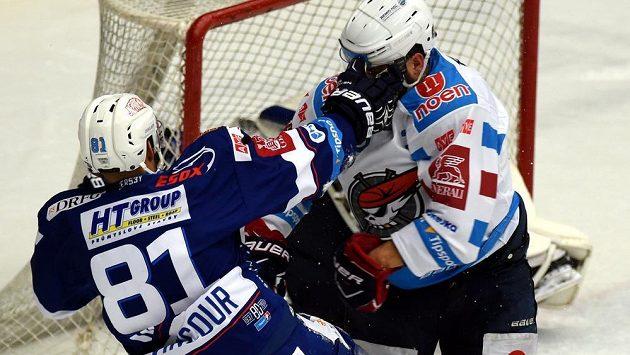 Bitka mezi Tomášem Vincourem (vlevo) z Brna a chomutovským Michalem Poletínem.