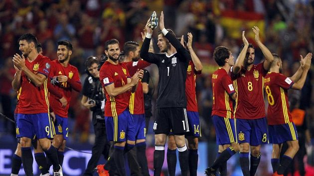 Fotbalisté Španělska slaví postup na mistrovství světa 2018 v Rusku.