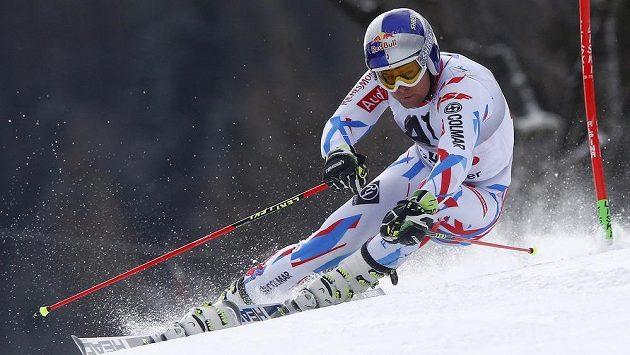 Francouzský lyžař Alexis Pinturault na trati v Hinterstoderu.