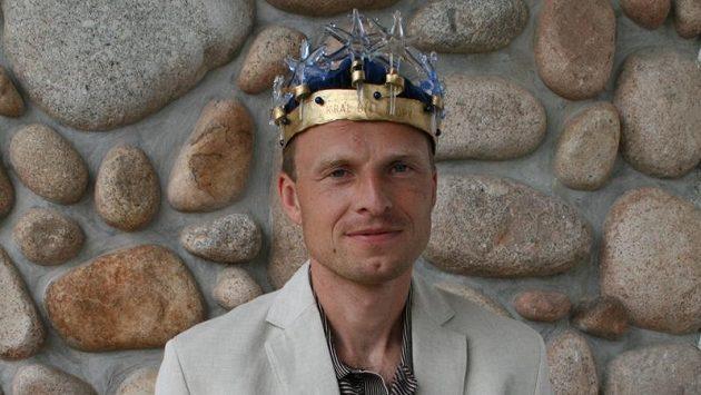 Stanislav Řezáč s korunou pro Krále bílé stopy.