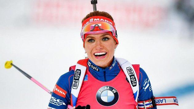 Gabriela Koukalová v cíli stíhačky v Östersundu.