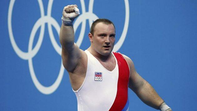 Vzpěrač Jiří Orság může být spokojený, při olympijské premiéře skončil sedmý.