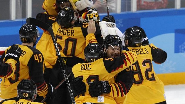 Německá radost po šokující výhře v semifinále nad Kanadou.