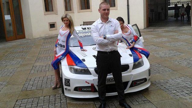 Michal Matějovský se svým BMW 320si v národních barvách.