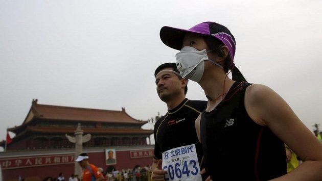 Někteří běžci nevyběhli bez roušek na ústa.