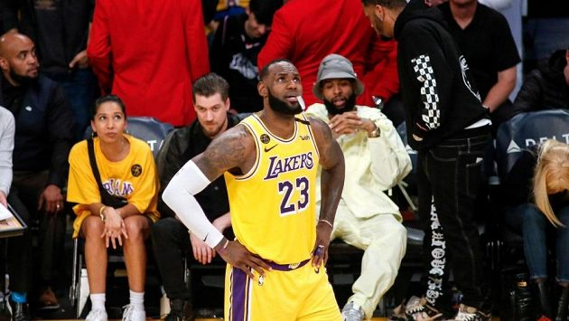 LeBron James v dresu Los Angeles Lakers.