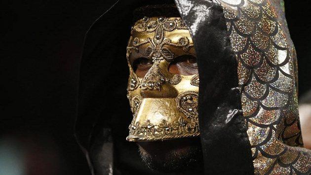 Deontay Wilder při nástupu do ringu před duelem o mistra světa v těžké váze organizace WBC.