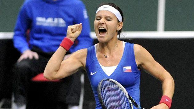 Lucie Šafářová se raduje z výhry nad Italkou Erraniovou.