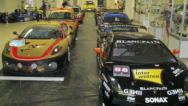 Specializovaná výstava závodních aut a motocyklů v Lysé nad Labem.