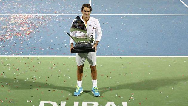 Vítěz turnaje v Dubaji Roger Federer