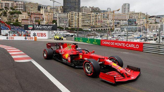Pilot týmu Ferrari Charles Leclerc během kvalifikace na Velkou cenu Monaka.
