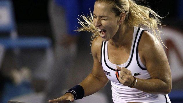 Radost Dominiky Cibulkové po výhře nad Viktorií Azarenkovou na Australian Open.