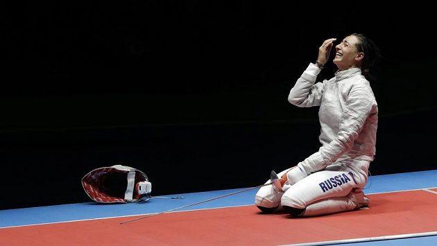 Ruská šavlistka Jana Jegorjanová reaguje po vítězném finálovém zápase.
