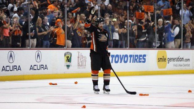 Finský veterán Teemu Selänne se loučí s fanoušky Ducks.