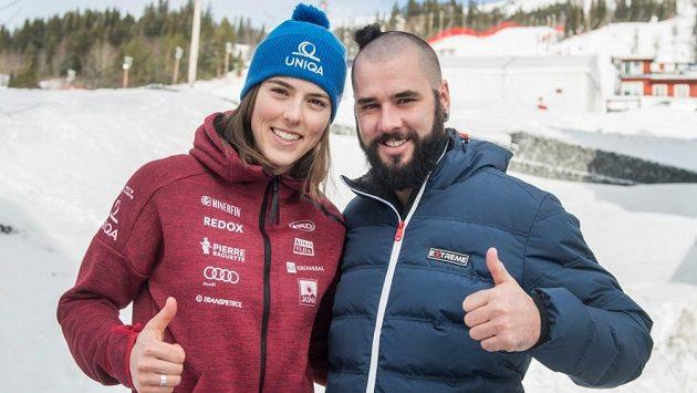 Slovenská hvězda - lyžařka Petra Vlhová - po boku svého bratra Borise. Ten kvůli prohrané sázce musel k holiči. Vlhová sbírala úspěchy a může být s uplynulou sezonou spokojená, stejně jako se svým soukromým životem.