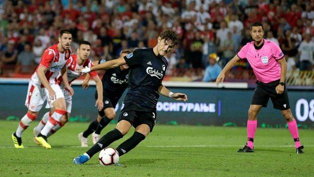 Dánský fotbalista Kodaně Jonas Wind vyrovnává na 1:1 pokutovým kopem utkání třetího předkola Ligy mistrů proti Crvené zvezdě Bělehrad.