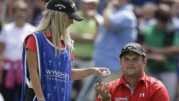 Justine Reedová (vlevo) s manželem Patrickem na Wyndham Championship v Greensboro.